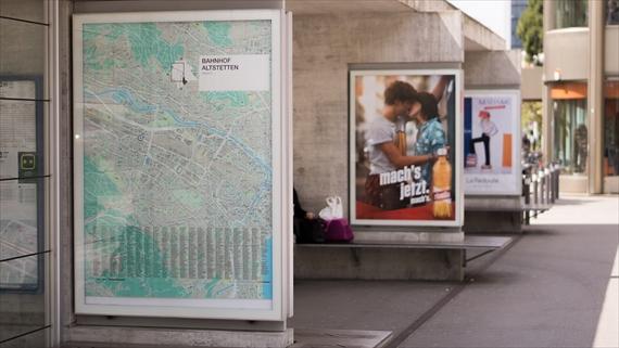 路上の広告
