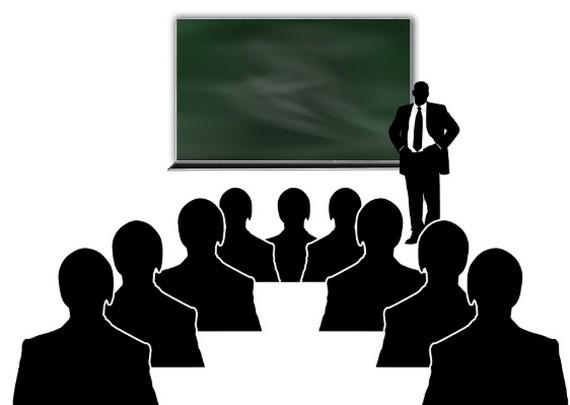 黒板と先生と受講者